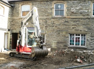 Removal of stone slabs